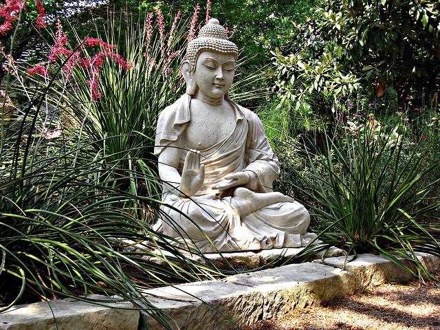 fontaine exterieur bouddha