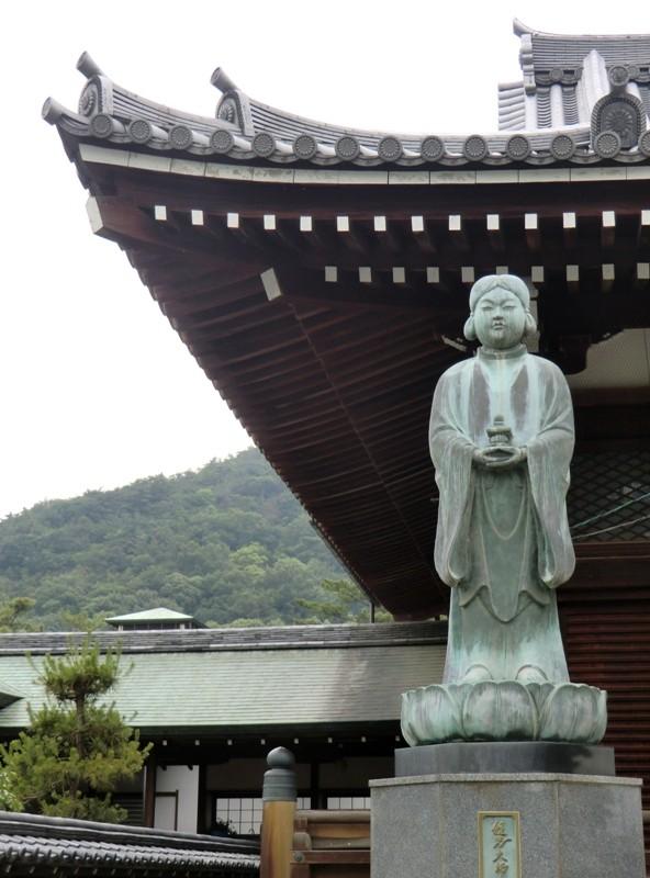 statue zen extérieur